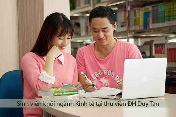 Sinh viên khối kinh tế học tại thư viện ĐH Duy Tân