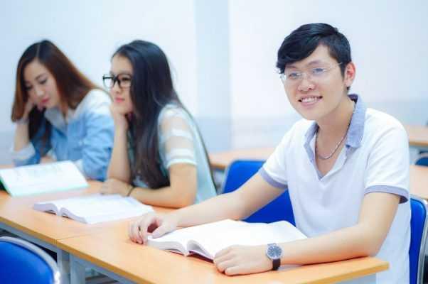Sinh viên ngành Tài chính ngân hàng